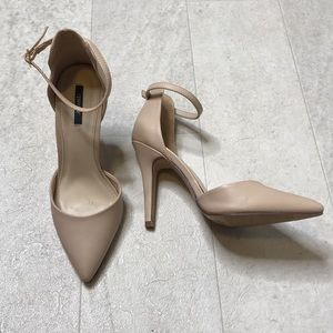 Forever 21 Pumps Sz 7.5 Nude Ankle Strap Pointed